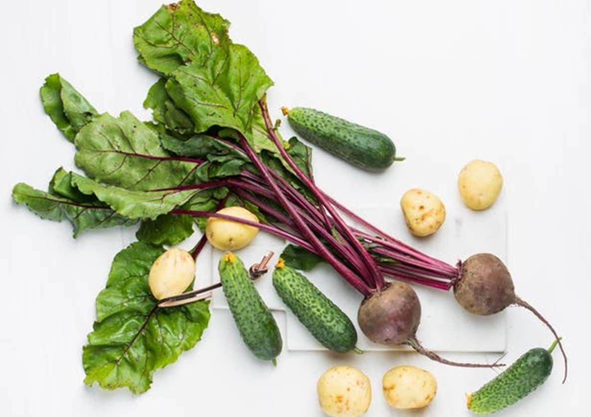 Bettraves, cornichons et pommes de terre bio. Du healthy dans l'assiette